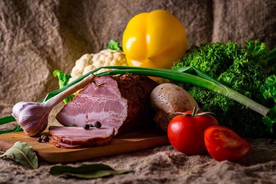 軽減税率の対象となる肉や野菜